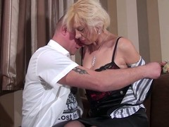 Older slut engulfing added to fucking her butt off